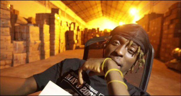 Kofi Mole – Mind Language (Freestyle Video)